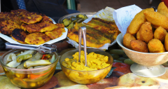 Gourmet Food Tour of Shuk HaCarmel (Carmel Market)